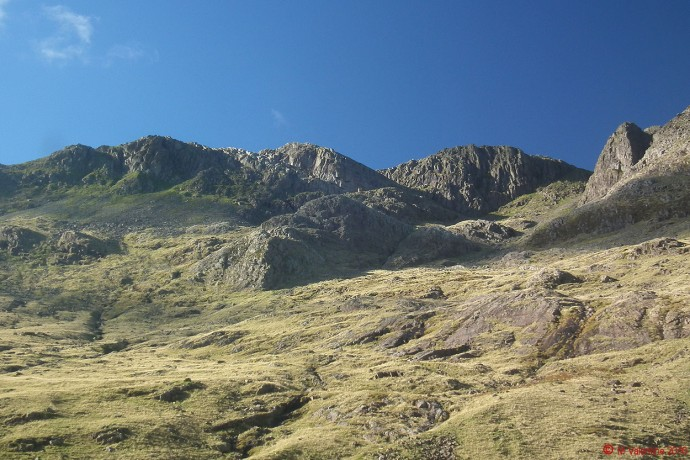 Looking up to Flat Crags, Cambridge Crag, & Bowfell Buttress.