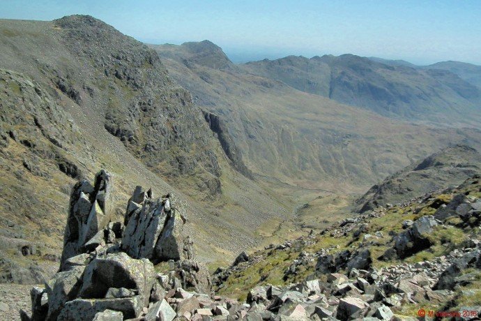 Looking across Little Narrowcove to Ill Crag, with Bowfell & Crinkle Crags beyond.